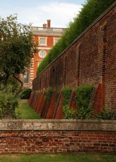 Amazing-wall-at-Hampton-Court-Palace-Lisa-Cox